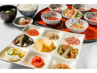 朝食バイキングや夕食の寿司など、小樽ならではの食材をつかった料理が人気です。