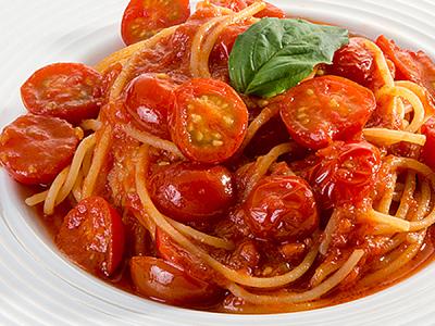 イタリアから輸入した、たっぷりと太陽を浴びた完熟トマトはを使った自家製トマトソースが人気です