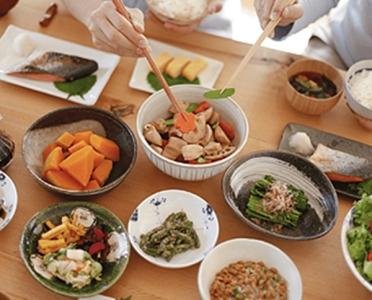 高齢者向け施設などのご利用者様に提供する食事の調理です!
