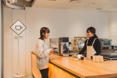 今回求めているのは、完全キャッシュレス決済のカフェをとりまとめていただく店長候補。