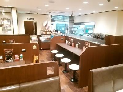 アルバイトやパートの方が中心となって働いているお店は、いつも活気がありにぎやかです。
