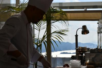 これまでの経験を活かし、料理長候補としてご活躍を!美しい自然に囲まれ、料理の創作意欲も高まりますよ。