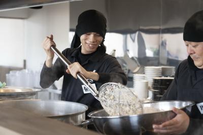 煮干しラーメン専門店『めんくれる』の新店スタッフを募集します。