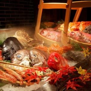 銘柄地鶏や京野菜、大間産の本マグロなど、全国各地から厳選した素材を使っています。