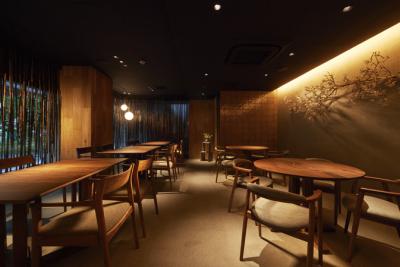 ゆったりと落ち着いた雰囲気の店内で、新しい和食の世界をお楽しみいただいております。