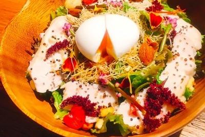 東京・西池袋駅よりスグの好立地★こだわり料理が自慢のワインバルでホールスタッフとして活躍を◎
