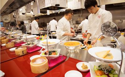 創業50年。本場の味を伝える中国料理店「中華園」にて、調理スタッフとしてご活躍を。