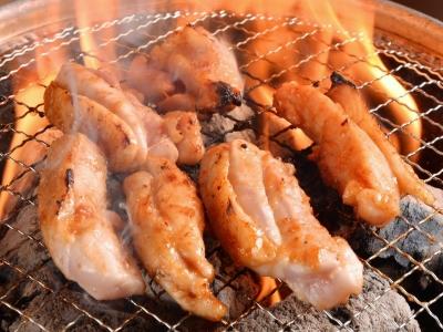朝挽き地鶏の極上焼き鳥。まずは焼鳥を焼き方から教えます。