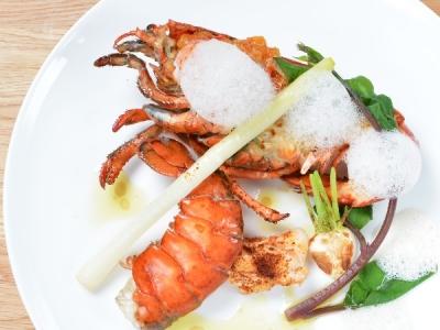 創作フレンチをメインに高級食材を使用した幅広い調理法が学べます