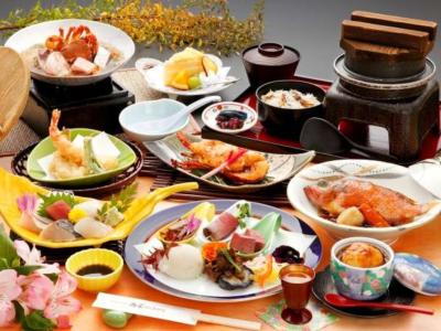 旬の食材を使った和会席を提供しています。食材の知識や調理技術を幅広く身につけることができますよ。