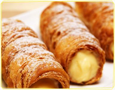 店舗限定や季節限定の商品も多数ラインナップ。サクサク食感とクリームの黄金バランスが魅力のコルネも人気