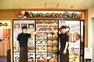 チーフ→パーサー→副店長→店長→エリアマネージャーなど、充実のキャリアプランあり。