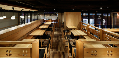 和食と寿司2つのエリアがあり、おひとりさまでも大人数でも、幅広いシーンでご利用いただいています。