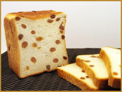 「本ごね工程」で水を一切使用していないため、香り高く、耳まで美味しいパンです