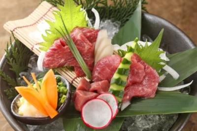 <焼酎ダイニング>九州のうまいもんがぎっしり詰まった料理を提供します。