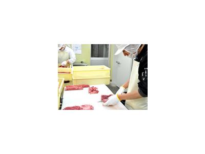 お肉はセントラルキッチンで加工・調理されているので、店舗での仕込み時間が少なめです。