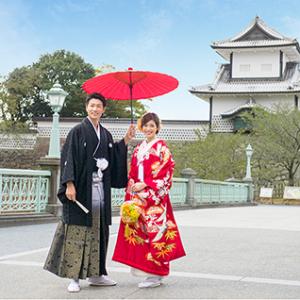 ドレスはもちろん、和装も良く映えるモダンな雰囲気の空間。
