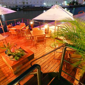 大阪市福島区、水上に浮かぶリゾートレストラン!