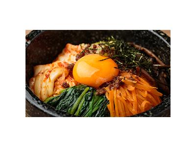 福岡市内で2店舗展開する当店は、従来の焼肉店のイメージを一新しています。