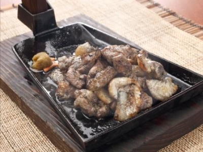 炭火で豪快に焼いた「みやざき地頭鶏(じとっこ)」は、噛めば噛むほど旨みが溢れだす