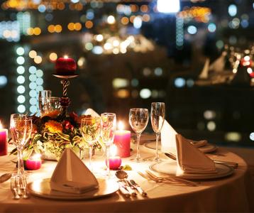 安定企業が運営する複合施設内レストランで、サービス経験を活かしませんか?
