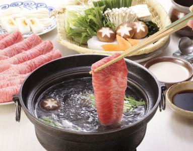 奈良市内で展開するしゃぶしゃぶと日本料理の専門店で、キッチンスタッフを募集します。
