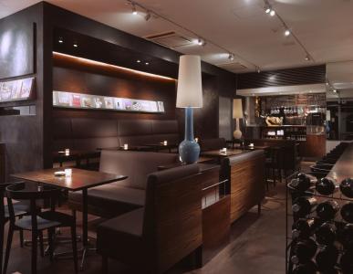 天神駅から徒歩4分!都会的な魅力あふれるカフェで、店長候補としてご活躍を。
