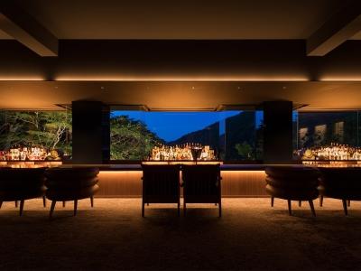 """コンセプトは""""バーに泊まる""""。芦ノ湖と富士山の景色が美しい大人のためのラグジュアリーホテルです。"""