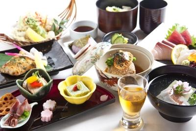 屋号の旬味千菜とあるように、四季折々の様々な素材を使いお客様に表現します