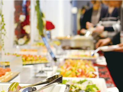 ホテル宴会場では、着席形式のほか、立食ビュッフェもご用意