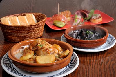魚介を使用した料理など、アラカルト60品以上の豊富なメニューをご用意しています
