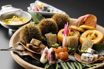 調理技術はもちろんの事、京野菜の目利き力も養えます。若いスタッフも活躍するやりがいのある仕事です。