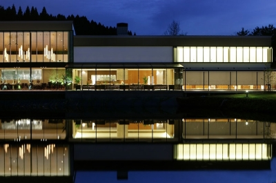 かほく市のゲストハウスでは、石川が誇る雄大な自然をバックに特別な瞬間を演出しています。