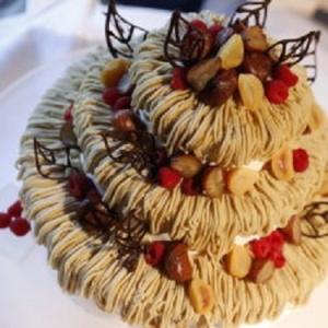 四季を感じる食材選びにもこだわっています。挙式後、レストランで記念日を祝うご夫婦も多数!