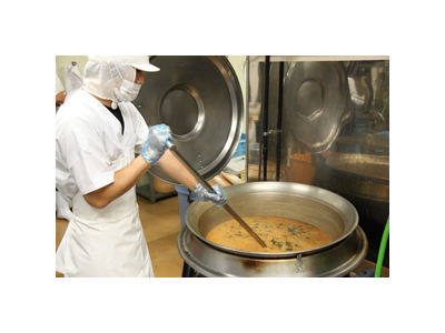 メインは回転釜での調理。経験者は存分にスキルを発揮してください。