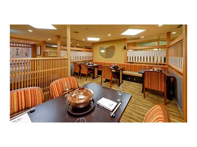 横浜駅より徒歩2分!デパート内にある老舗すき焼き店で和装ホールスタッフ(女将候補)を募集します。