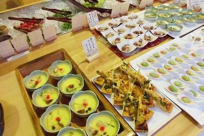 豊富なこだわり食材を使った健康的な和食メニューが人気の、ビュッフェレストランで調理スキルを磨こう!