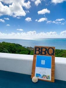 """エメラルドブルーに輝く空と海をひとりじめ★SNSでも""""ロケーションが最高""""と噂の石垣島のステキカフェがあなたの職場に!沖縄へ移住してきたスタッフも活躍中です◎"""