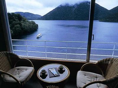 賞与年2回あり!然別湖の雄大な自然に囲まれたホテルで、客室サービススタッフとしてご活躍を。