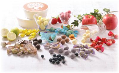 カラフルでオシャレなチョコレートボールや、サクサクの食感に焼き上げたラスクを販売しています