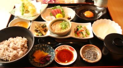 豊富なこだわり食材を使った健康的な和食メニューが人気の、スーパー銭湯内のレストラン!