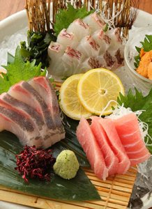様々な鮮魚もたくさん扱うので、魚を扱うスキルも向上しますよ◎