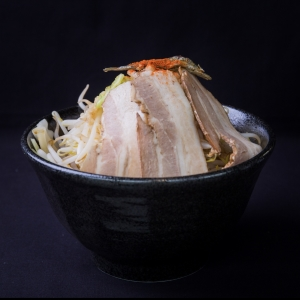 煮干しをふんだんに使ったスープは絶品!学生さんやサラリーマンでいつも賑わっています。