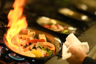 スペイン料理といえば、やっぱりパエリア。当店では6種類のパエリアを提供しています