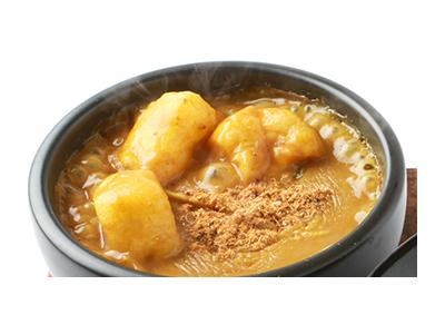地元・名古屋の方々に親しまれている昔ながらの味をベースに、数種類の粉をブレンドしたカレースープです。
