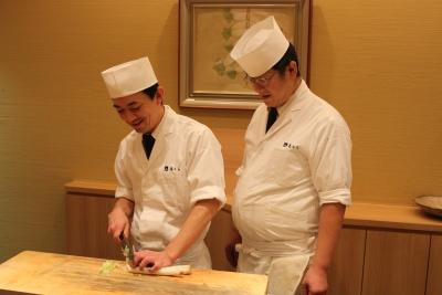 30年のキャリアを持つ料理長・副料理長のもとで、日本料理の高いスキルを身につけることができます!
