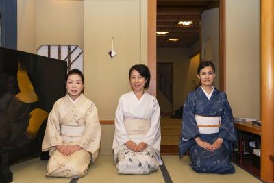 神楽坂と丸の内に展開している、加賀懐石の日本料理店で和装ホールスタッフを募集します!