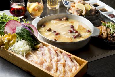 """コンセプトは""""美と健康""""。名古屋コーチンの鉄板焼きをはじめ、鶏に特化した料理を提供していきます。"""