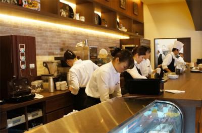 千葉県内の5業態11店舗で店長候補を募集します。