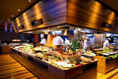 あなたには、そんな自慢の料理の数々をお客様に心置きなく楽しんでもらえるよう、サービス全般をお任せ。